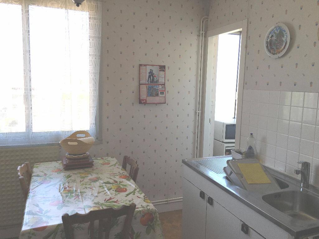 Achat Appartement 3 pièces à Bourg-en-Bresse - vignette-9