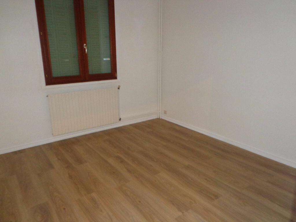 Achat Appartement 2 pièces à Bourg-en-Bresse - vignette-4