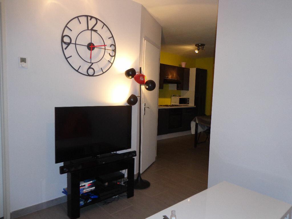 Achat Appartement 2 pièces à Saint-Denis-lès-Bourg - vignette-2