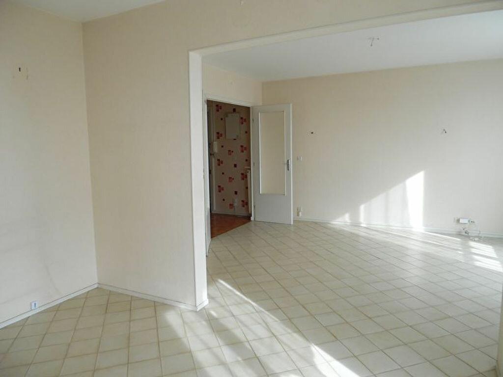 Achat Appartement 4 pièces à Dole - vignette-3