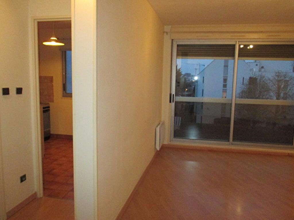 Location Appartement 2 pièces à Dijon - vignette-3