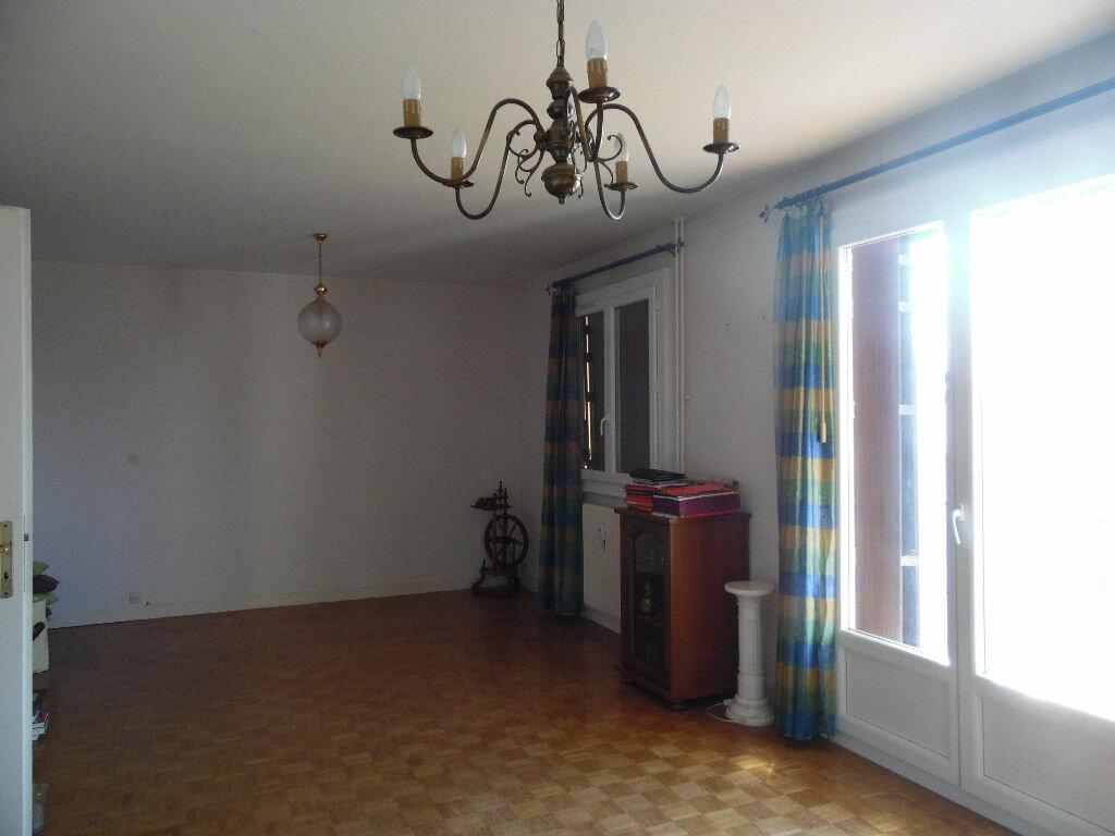 Achat Appartement 4 pièces à Saint-Amour - vignette-1
