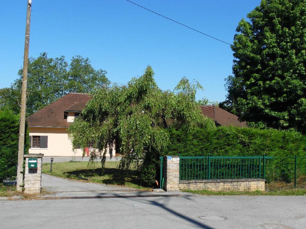 Achat Maison 9 pièces à Saint-Amour - vignette-1