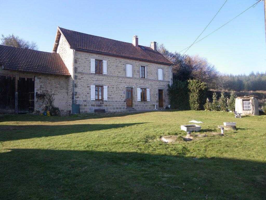 Achat Maison 6 pièces à Gouttières - vignette-1