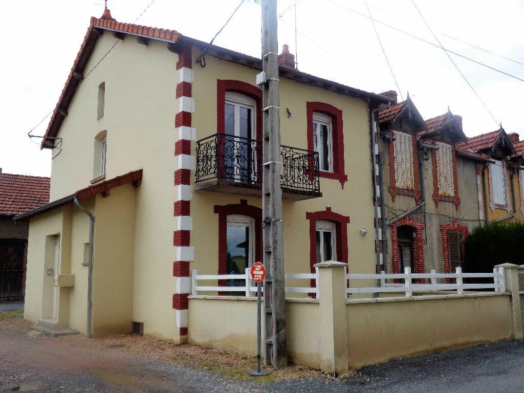 Achat Maison 4 pièces à Saint-Éloy-les-Mines - vignette-1