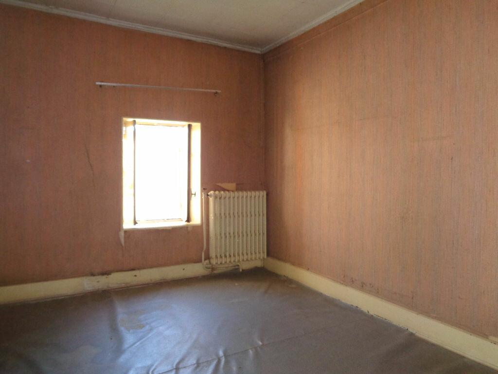 Achat Maison 11 pièces à Saint-Éloy-les-Mines - vignette-10