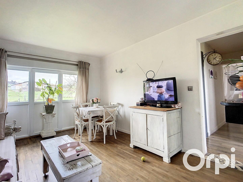 Achat Maison 4 pièces à Buxières-sous-Montaigut - vignette-3