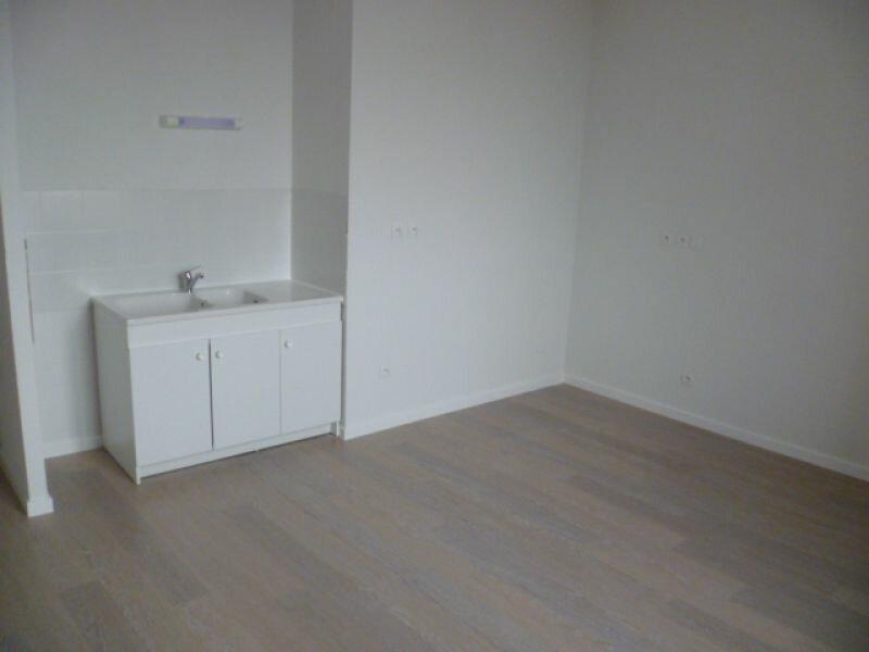 Location Appartement 1 pièce à Saint-Siméon-de-Bressieux - vignette-1