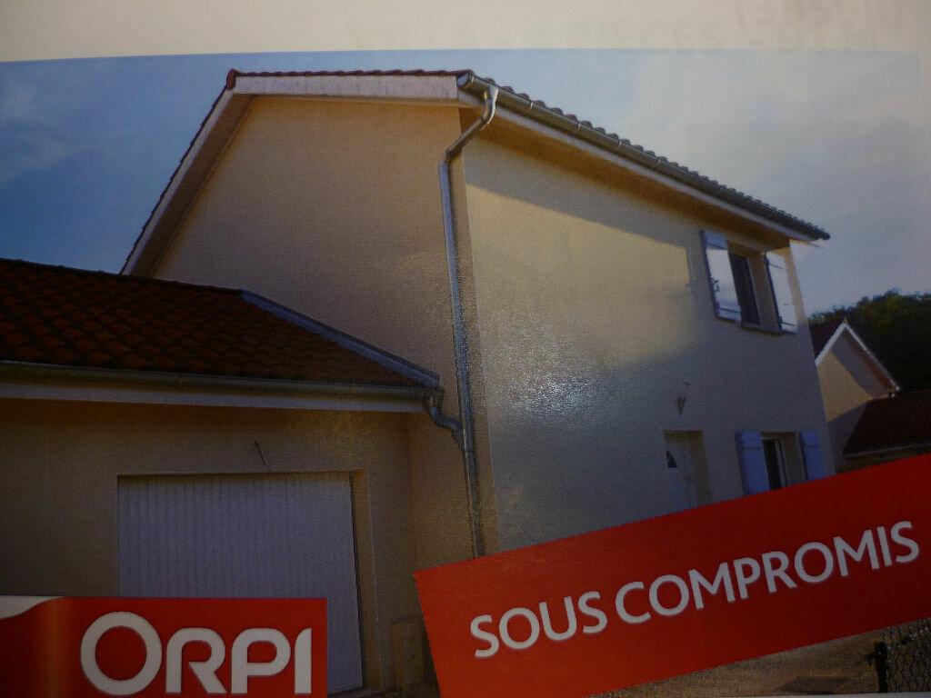 Achat Maison 4 pièces à Saint-Étienne-de-Saint-Geoirs - vignette-1