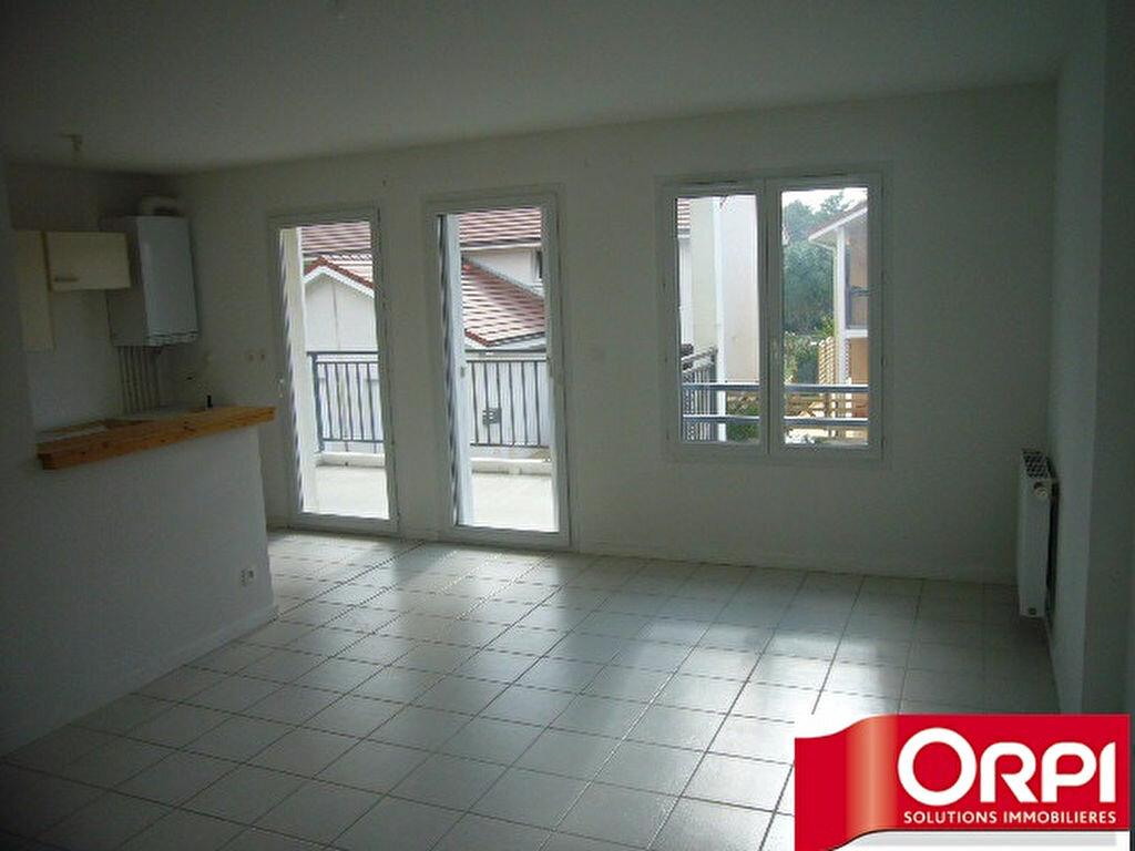 Achat Appartement 2 pièces à Saint-Étienne-de-Saint-Geoirs - vignette-2