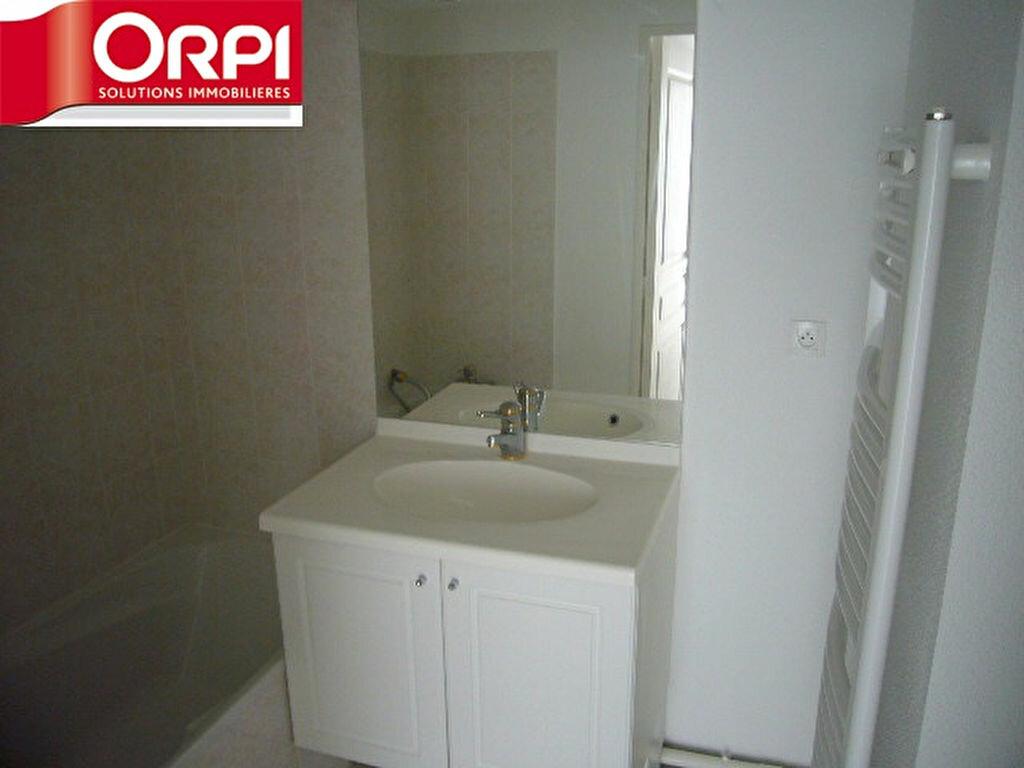 Achat Appartement 2 pièces à Saint-Étienne-de-Saint-Geoirs - vignette-4