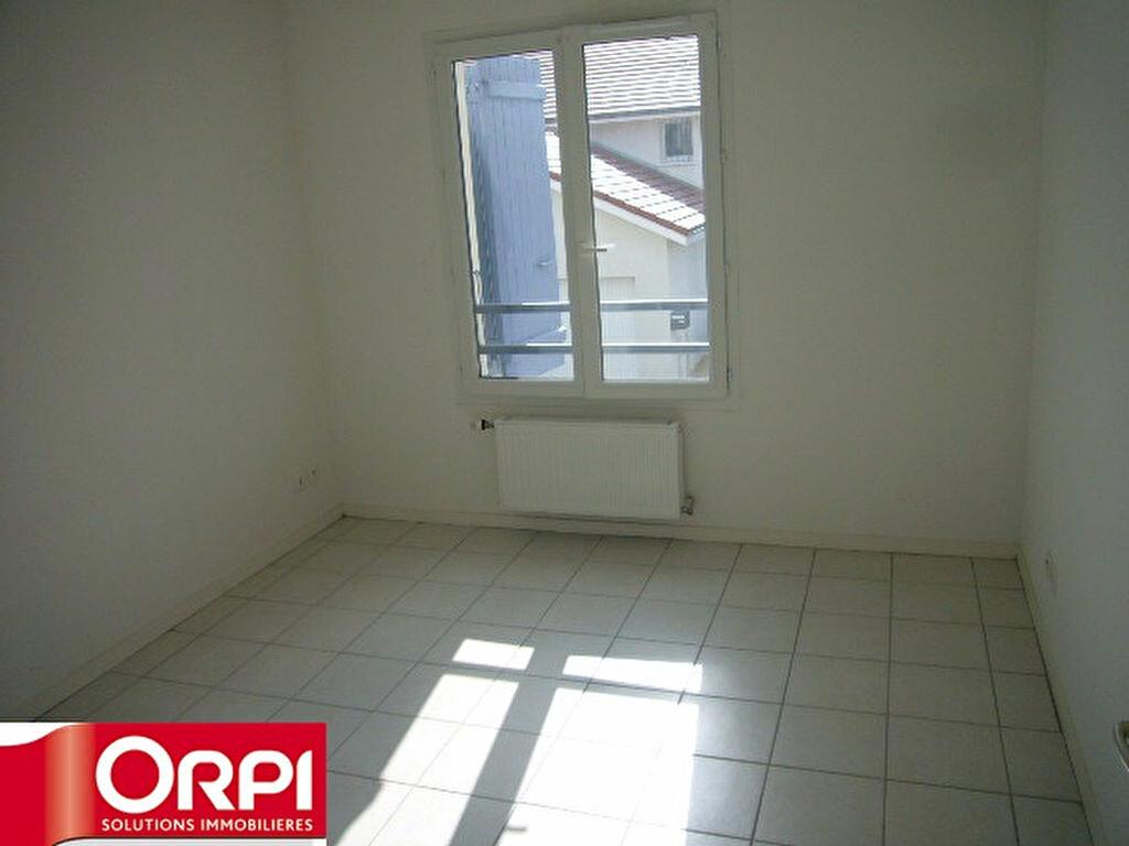 Achat Appartement 2 pièces à Saint-Étienne-de-Saint-Geoirs - vignette-6