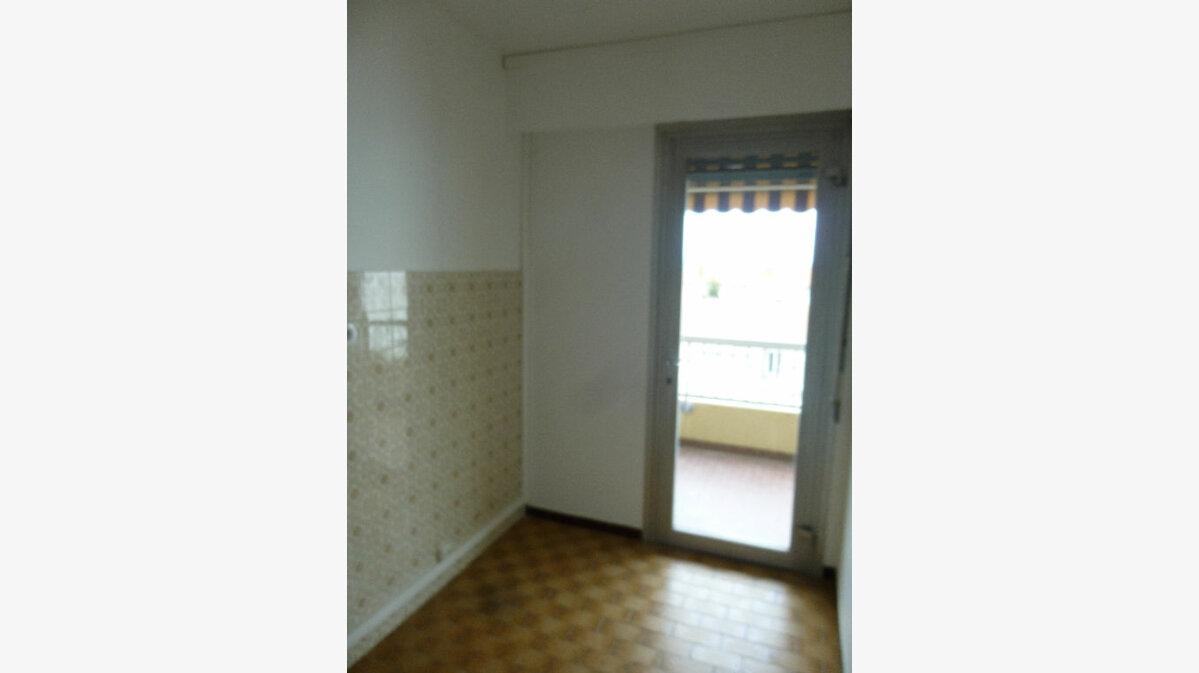 Location Appartement 1 pièce à Romans-sur-Isère - vignette-3