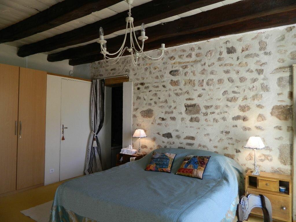 Achat Maison 6 pièces à Saint-Amand-Montrond - vignette-13
