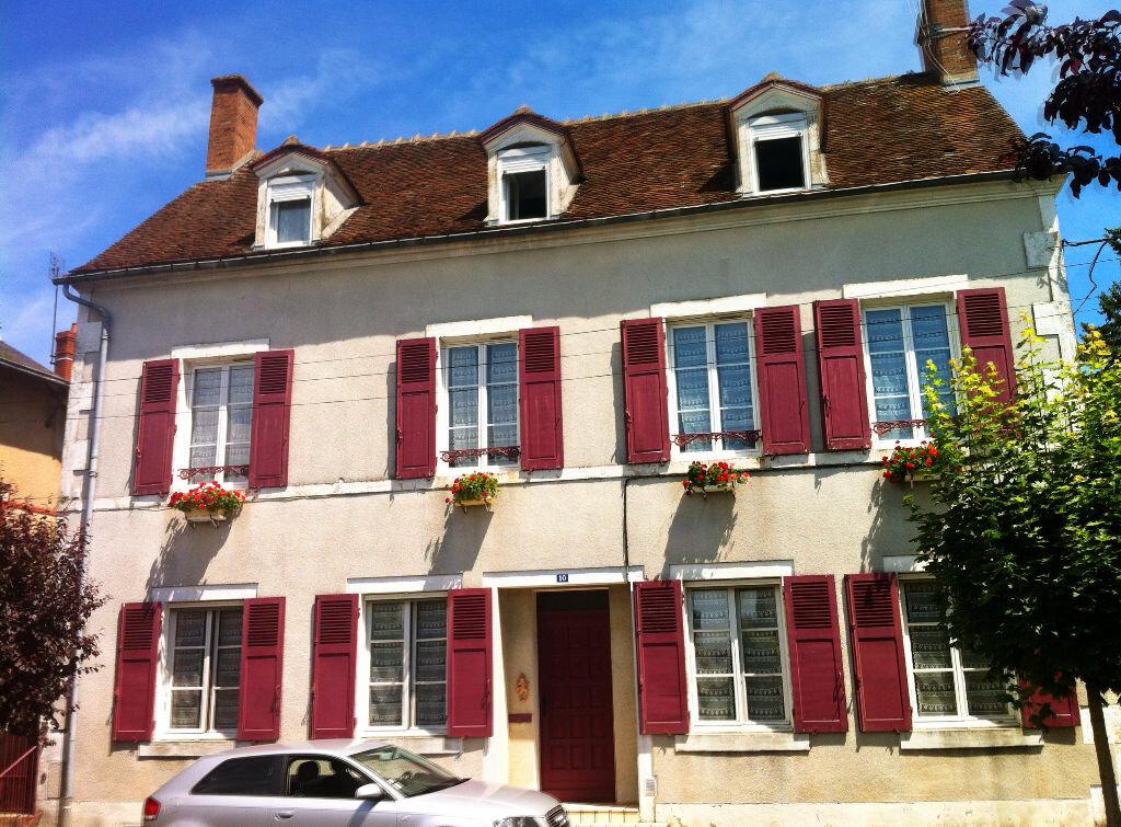 Achat Maison 11 pièces à Ainay-le-Château - vignette-1