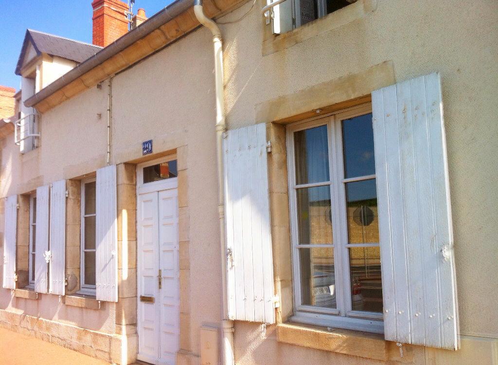 Achat Maison 6 pièces à Saint-Amand-Montrond - vignette-1
