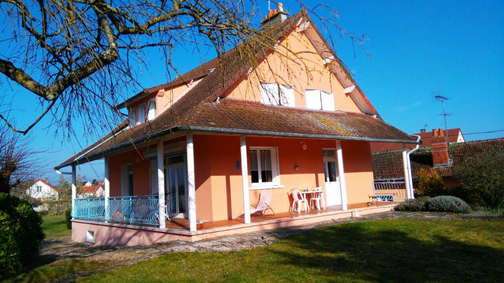 Achat Maison 8 pièces à Saint-Amand-Montrond - vignette-1