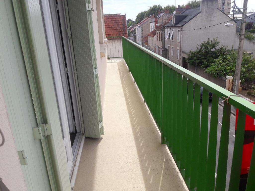 Achat Appartement 3 pièces à Montluçon - vignette-2