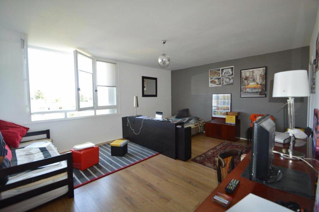 Location Appartement 1 pièce à Pau - vignette-1