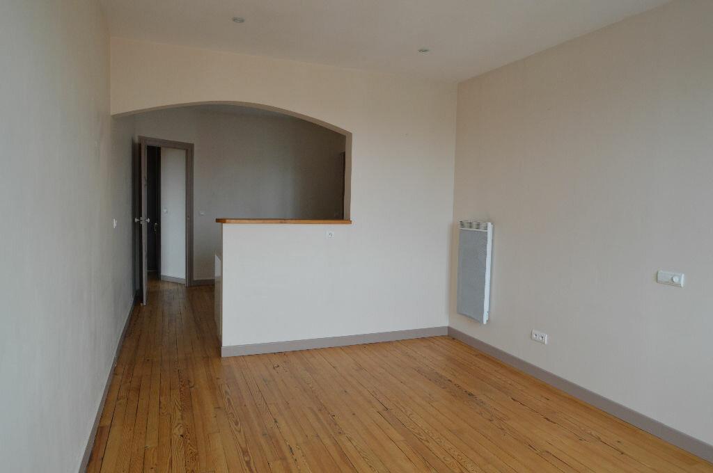 Location Appartement 3 pièces à Billère - vignette-2