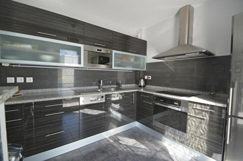 Location Appartement 4 pièces à Rontignon - vignette-2