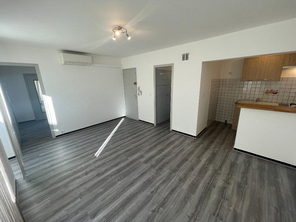 Location Appartement 2 pièces à Villeneuve-de-Berg - vignette-1