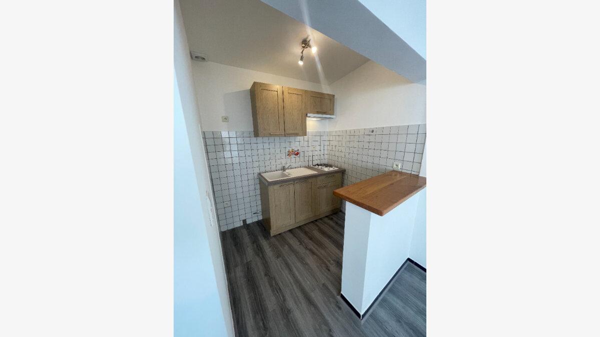 Location Appartement 2 pièces à Villeneuve-de-Berg - vignette-2