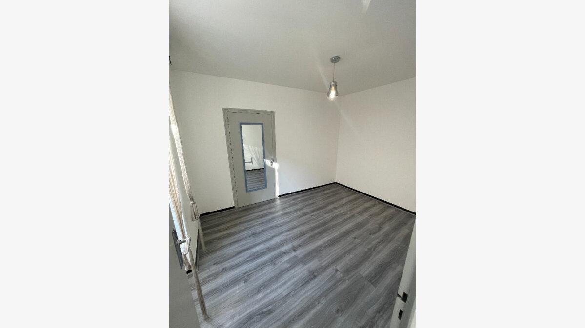 Location Appartement 2 pièces à Villeneuve-de-Berg - vignette-3