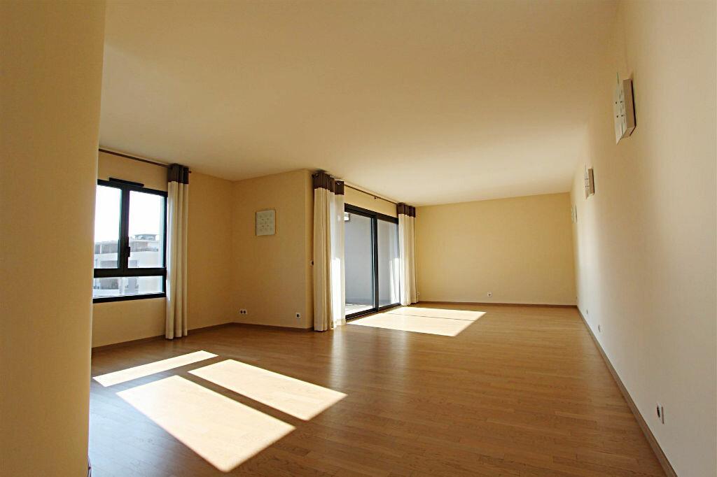 Achat Appartement 4 pièces à Saint-Genis-Pouilly - vignette-2