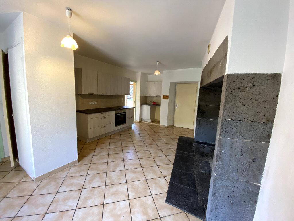 Location Appartement 4 pièces à Saint-Mary-le-Plain - vignette-1