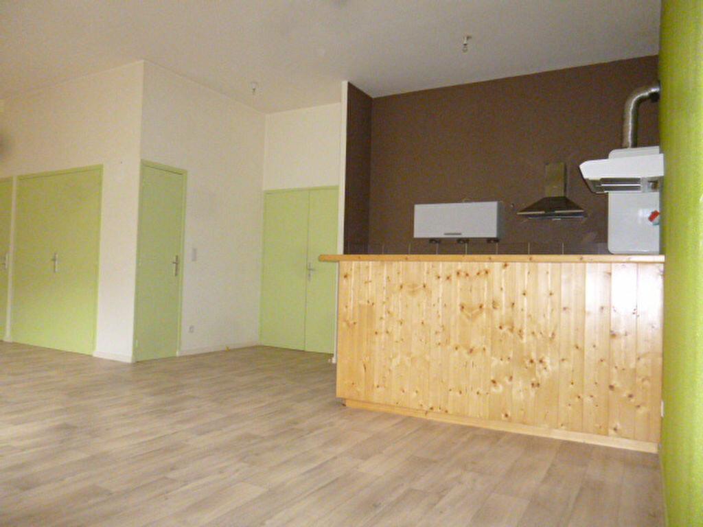Location Appartement 3 pièces à Saint-Flour - vignette-1