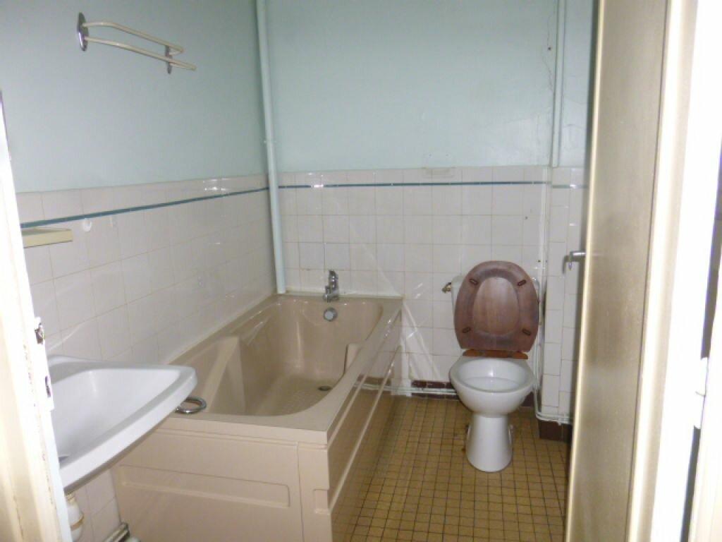 Achat Appartement 4 pièces à Saint-Flour - vignette-6