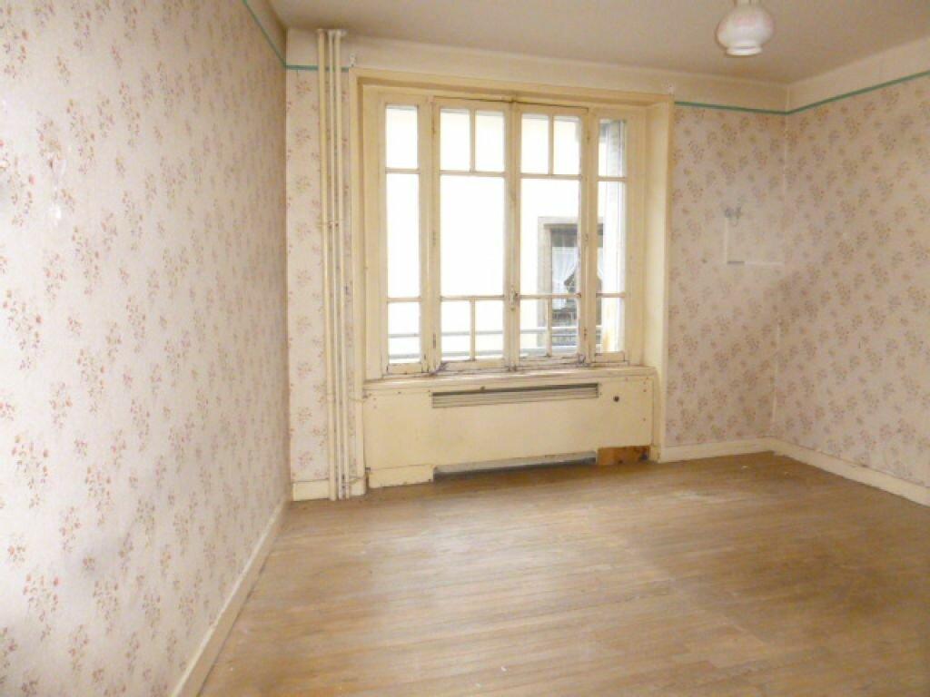 Achat Appartement 4 pièces à Saint-Flour - vignette-2