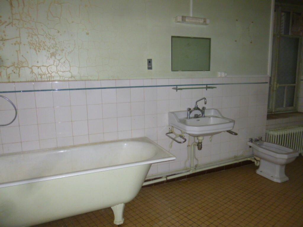Achat Appartement 4 pièces à Saint-Flour - vignette-3