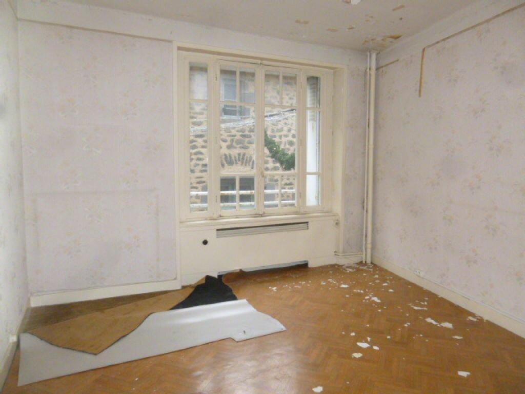 Achat Appartement 4 pièces à Saint-Flour - vignette-5