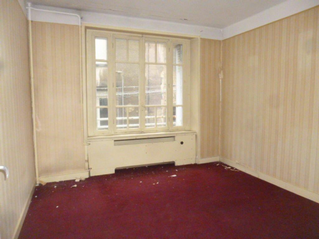 Achat Appartement 4 pièces à Saint-Flour - vignette-7