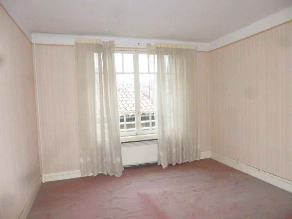 Achat Appartement 7 pièces à Saint-Flour - vignette-4