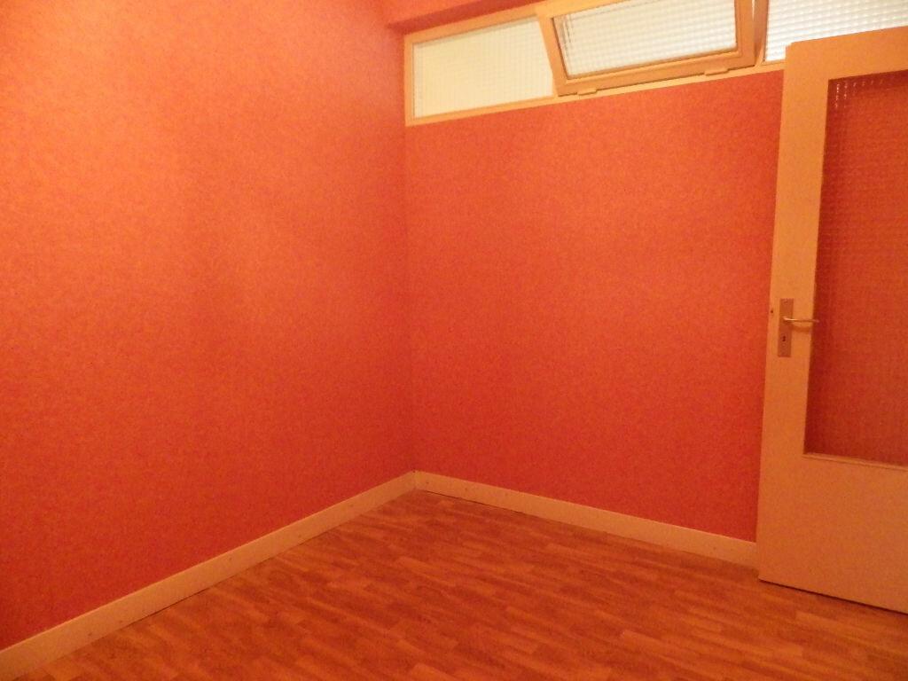 Achat Appartement 1 pièce à Massiac - vignette-4