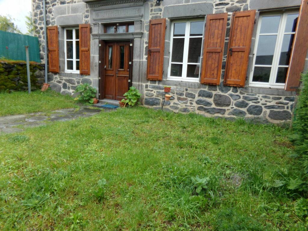 Location Appartement 2 pièces à Chalinargues - vignette-1