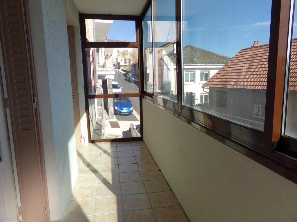 Achat Appartement 3 pièces à Saint-Flour - vignette-2