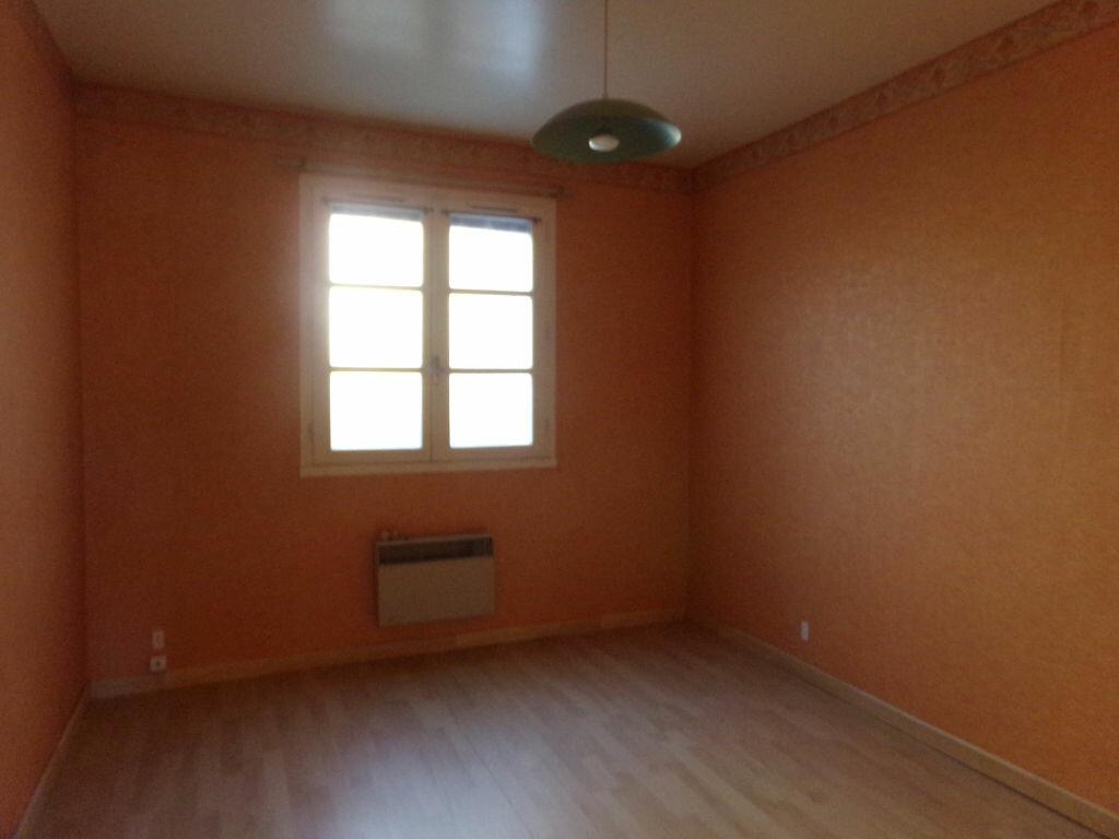 Achat Appartement 3 pièces à Saint-Flour - vignette-5