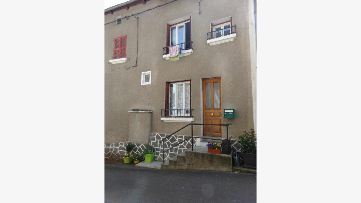 Location Maison 4 pièces à Chaudes-Aigues - vignette-1