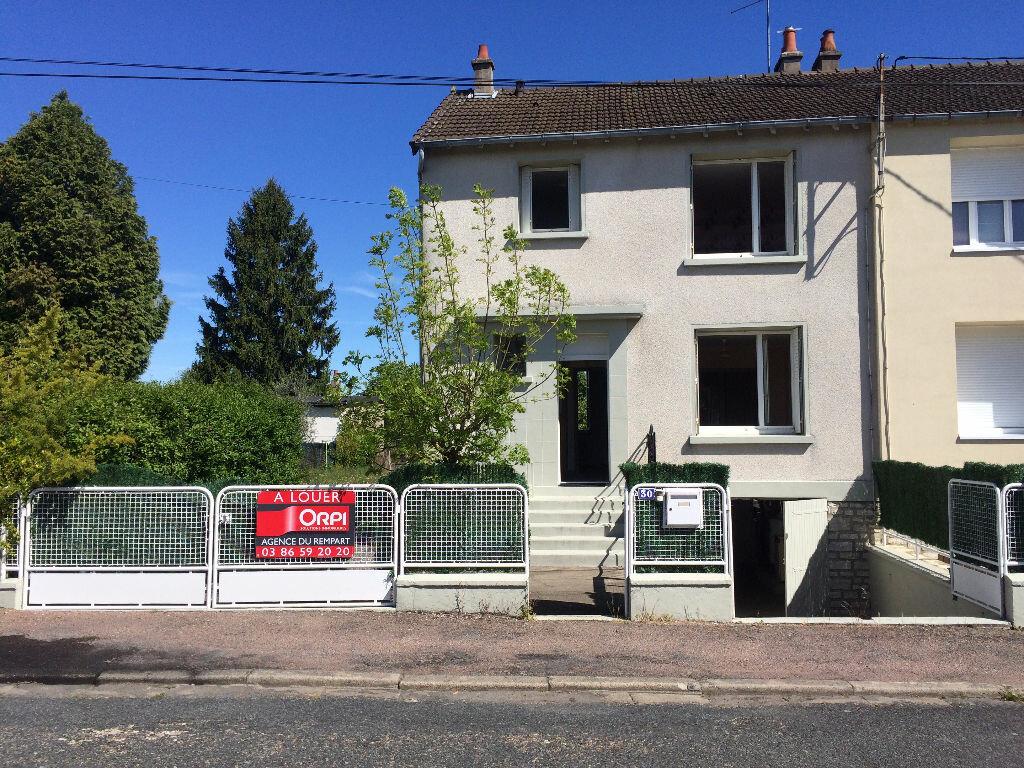 Location Maison 5 pièces à Varennes-Vauzelles - vignette-1