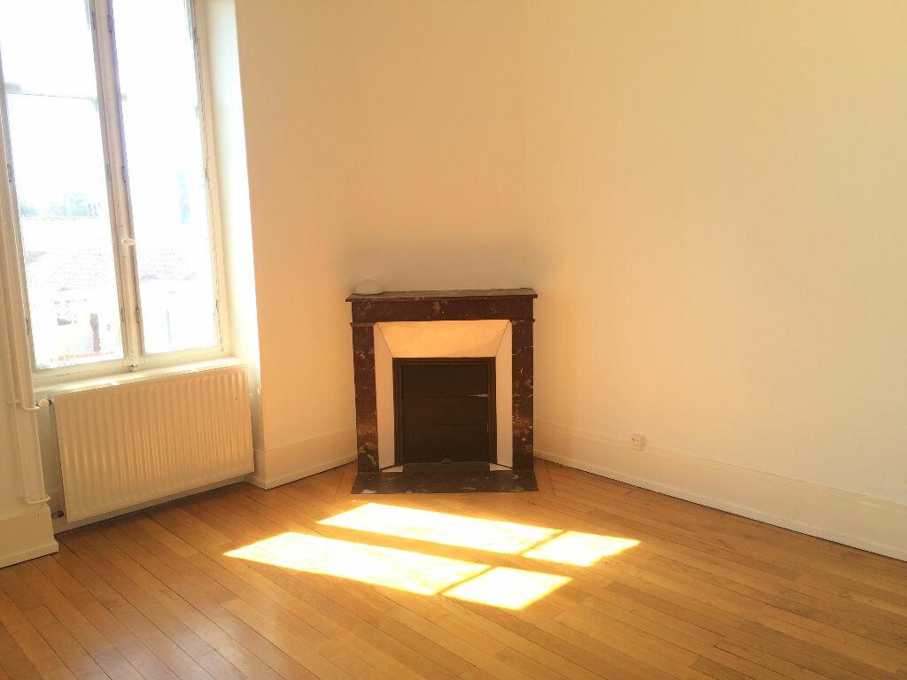 Location Appartement 4 pièces à Coulanges-lès-Nevers - vignette-3