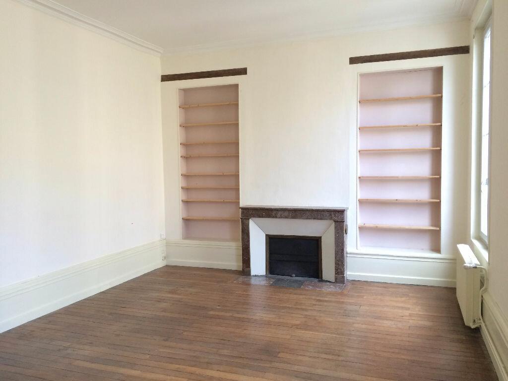 Location Appartement 6 pièces à Nevers - vignette-2
