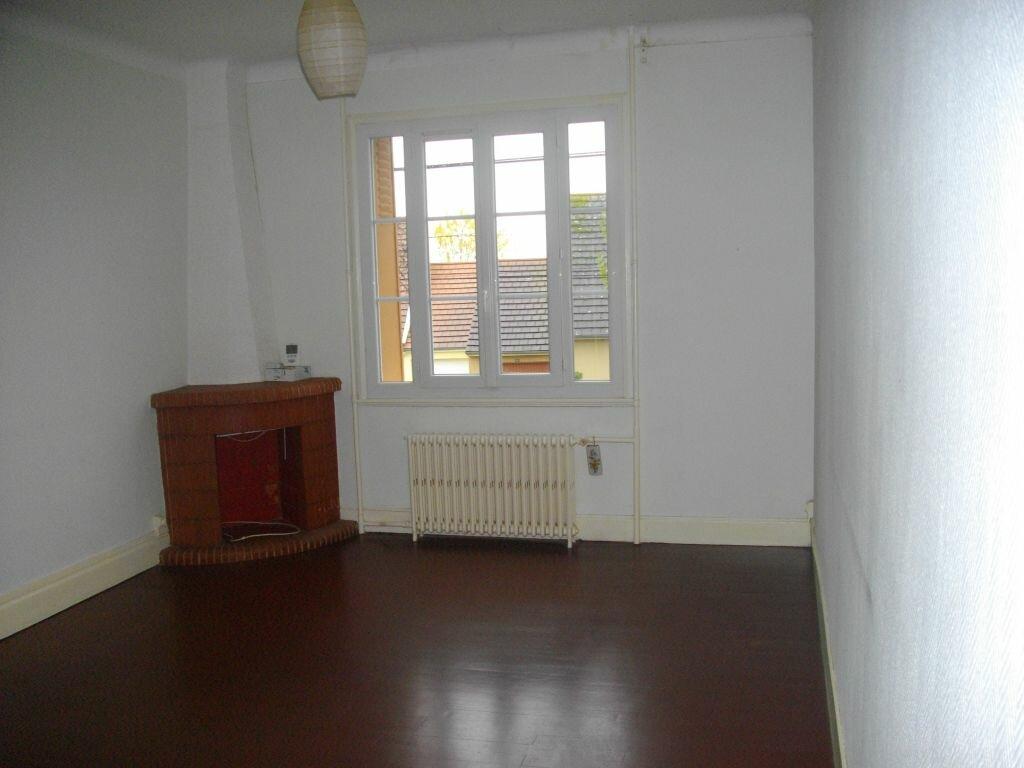 Location Maison 3 pièces à Saint-Amand-Montrond - vignette-1