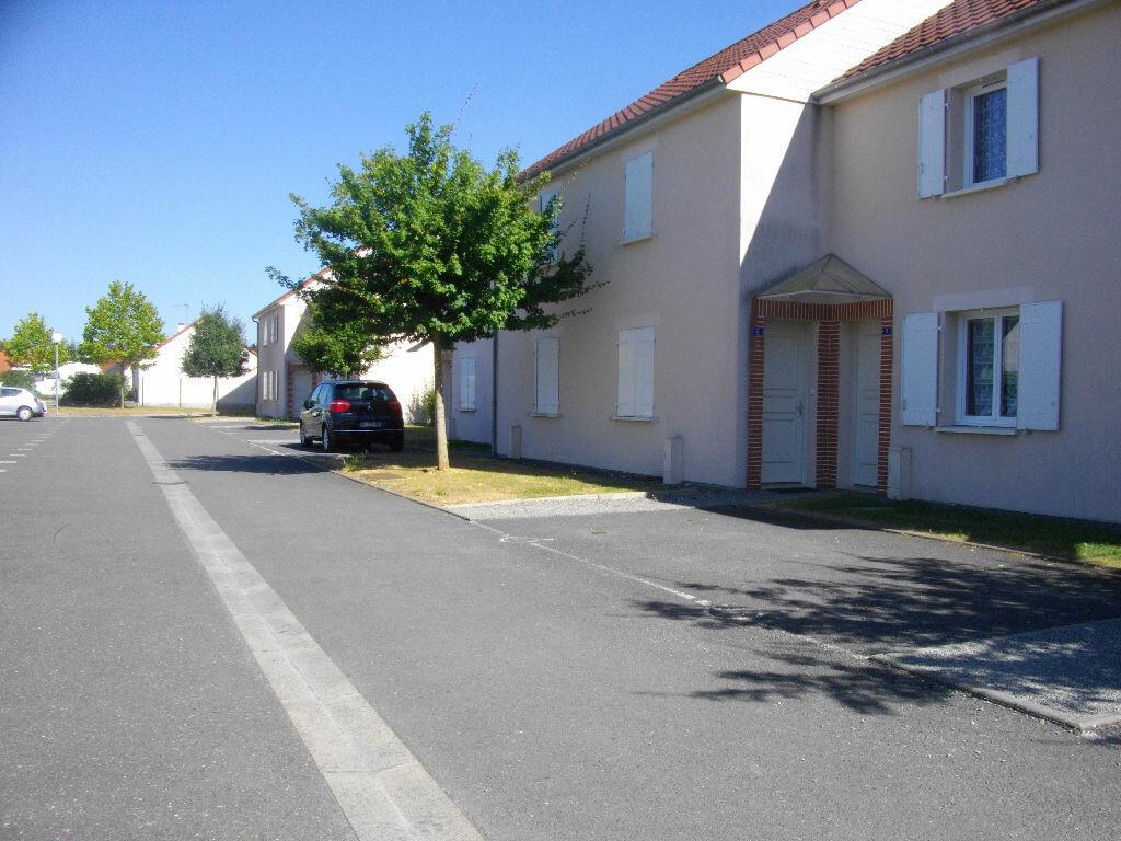 Location Appartement 3 pièces à Saint-Florent-sur-Cher - vignette-1