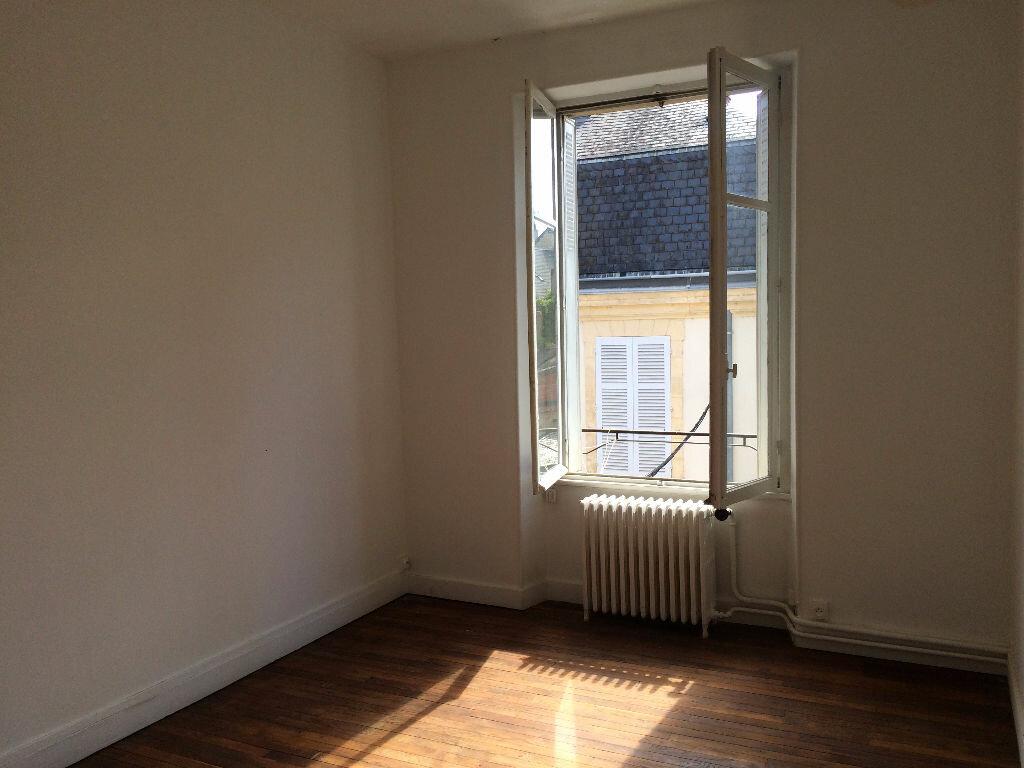 Location Appartement 4 pièces à Nevers - vignette-2