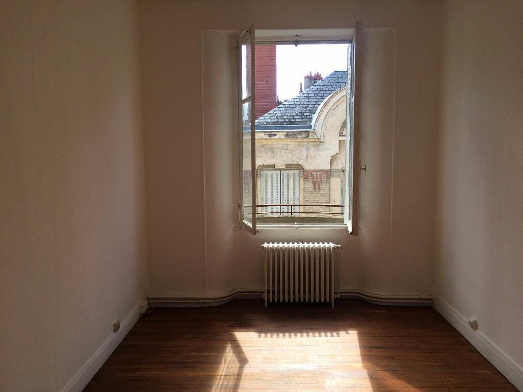 Location Appartement 4 pièces à Nevers - vignette-3