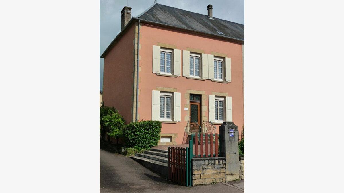 Achat Maison 9 pièces à Saint-Honoré-les-Bains - vignette-1
